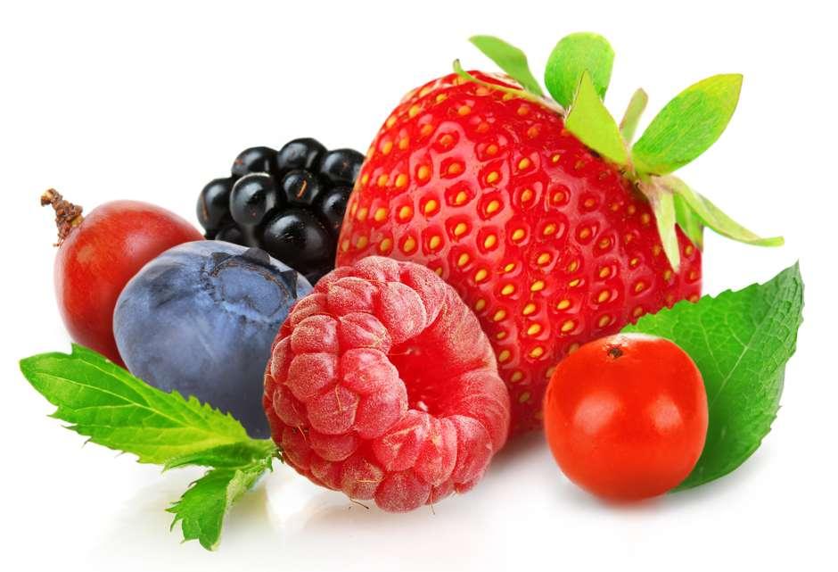 corazon-frutos-rojos-oscuros-shutterstock_218508838