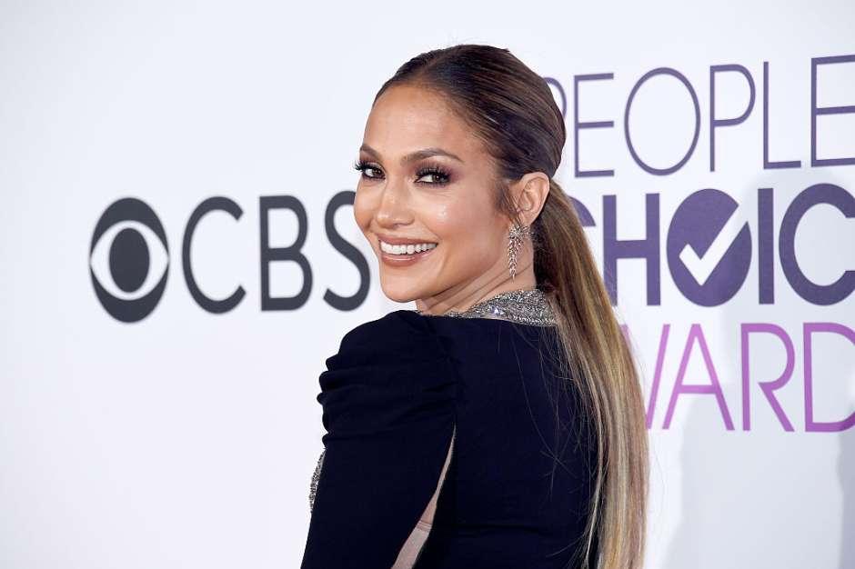 La cantante y actriz Jennifer López es una de las latinas que explota al máximo los ojos ahumados, característicos del 'look pop'.