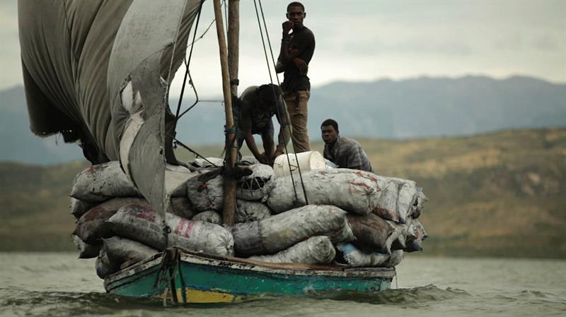 El cineasta colombiano Juan Mejía Botero se sumergió en el tráfico del carbón vegetal en la frontera haitiano-dominicana
