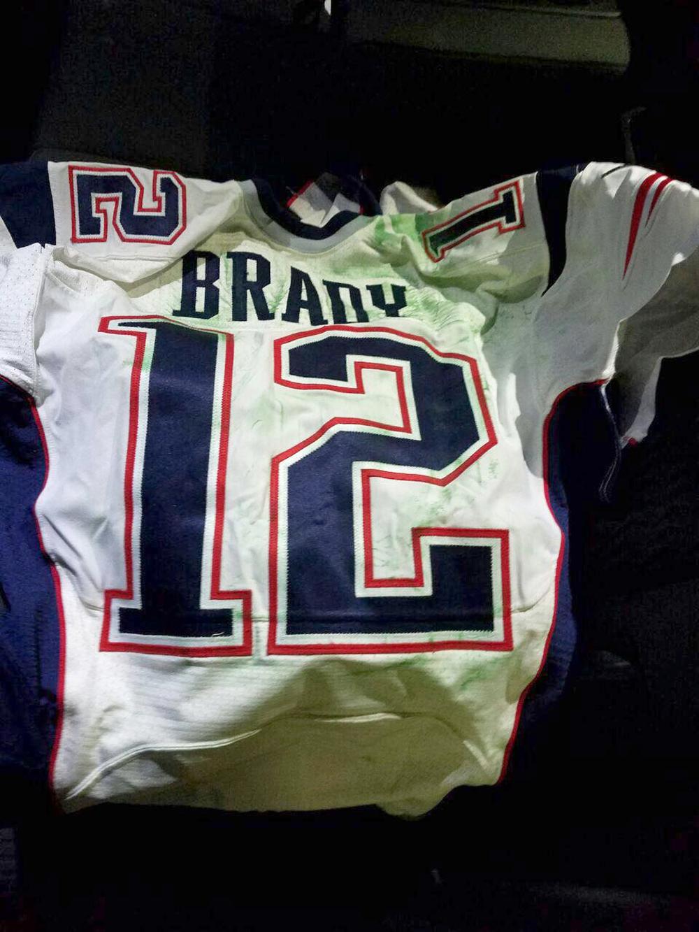 Mauricio Ortega devolvió el jersey que Tom Brady usó en el Super Bowl XLI