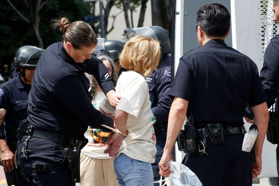 Muchas autoridades locales se resisten a cumplir órdenes de mantener detenida a una persona presuntamente inocente.
