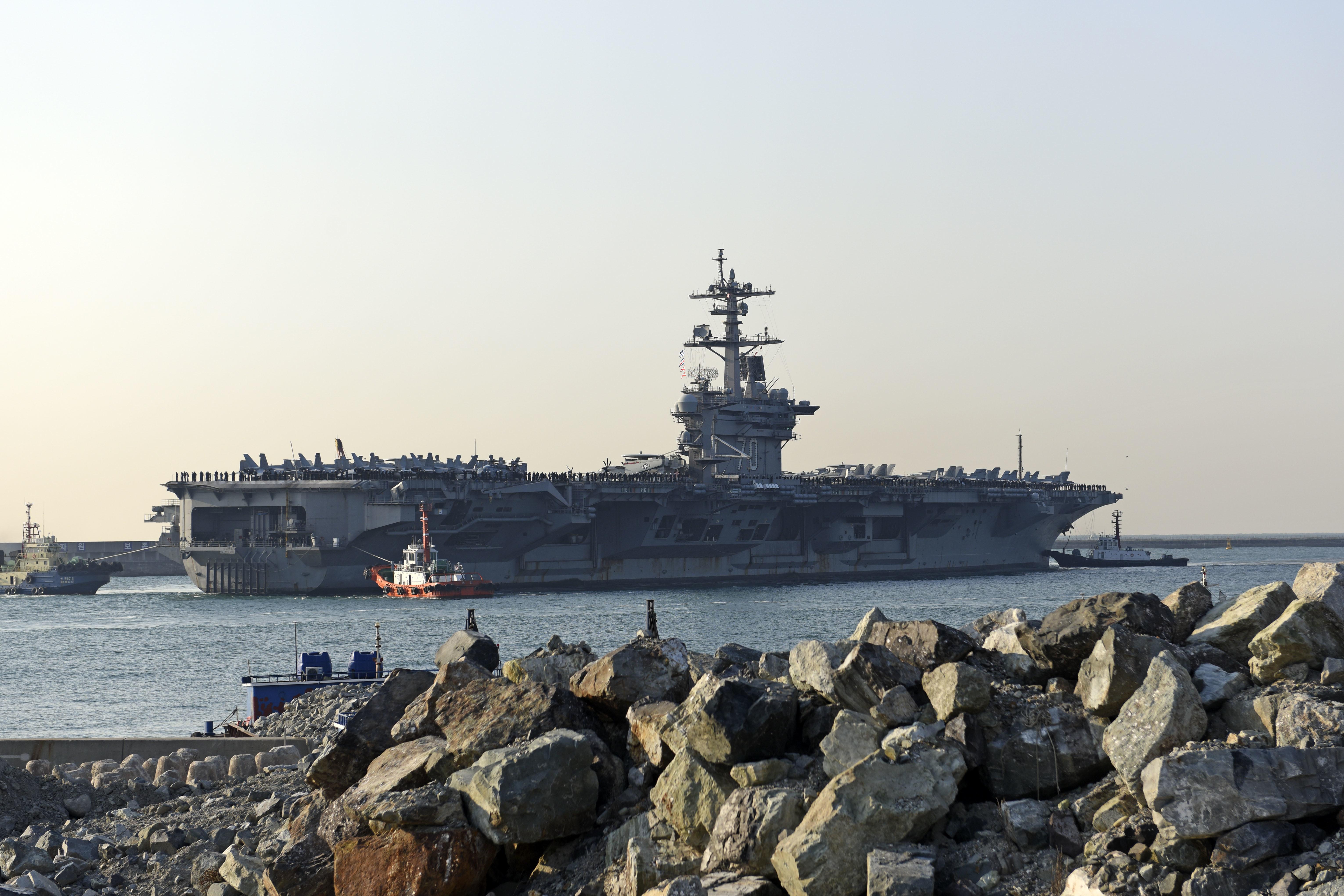 EEUU envía portaaviones hacia la Península de Corea como muestra de fuerza por el programa de misiles de Corea del Norte