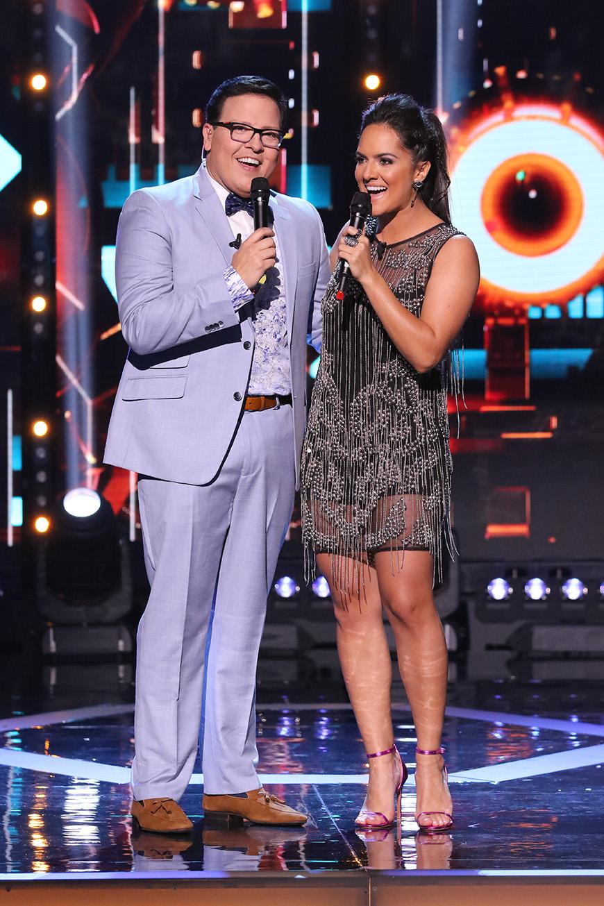Los presentadores: Ana Lorena Sánchez y Raúl González
