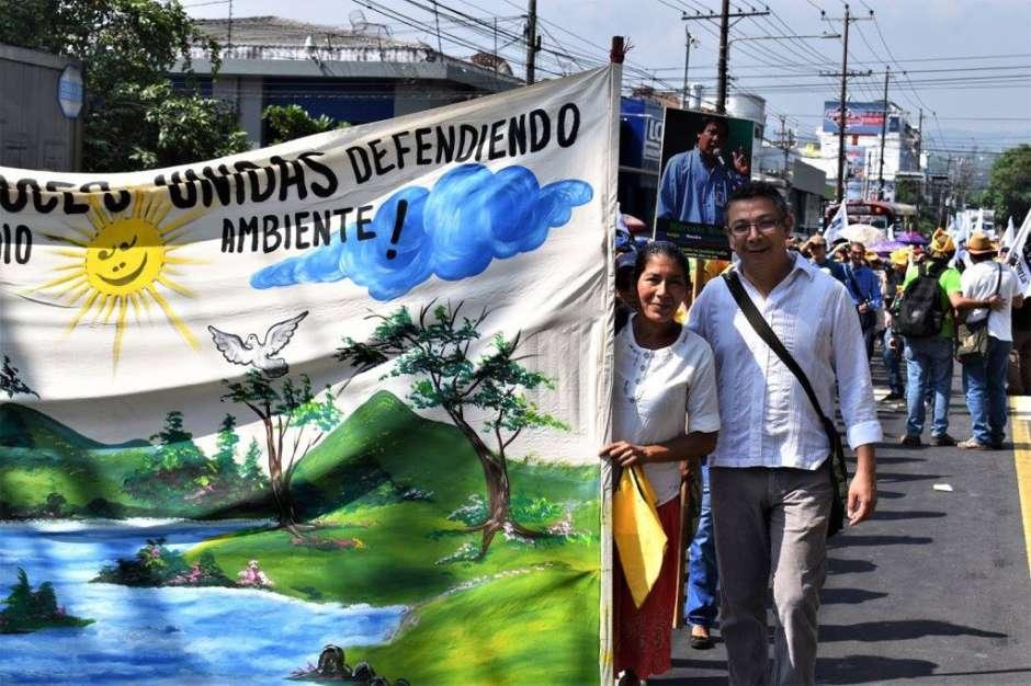 Vidalina Morales durante una protesta en El Salvador. (Suministrada)