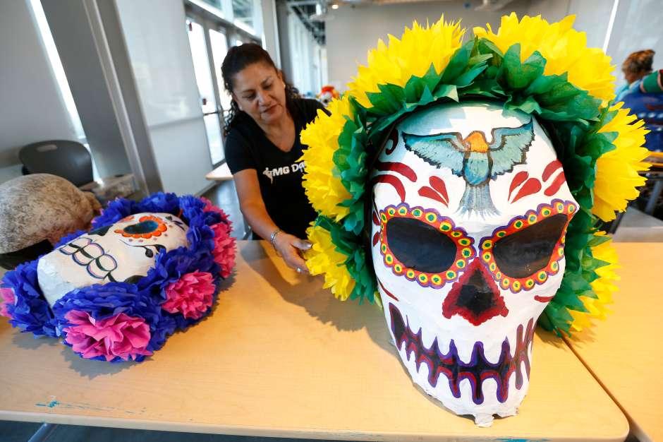 El arte colorido es parte de la tradición. (Aurelia Ventura/ La Opinion)