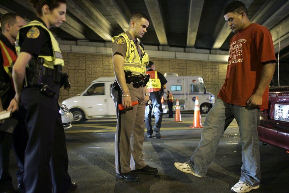Con una detención por DUI puedes terminar en la cárcel o pagar multas de miles de dólares. / (Getty Images)