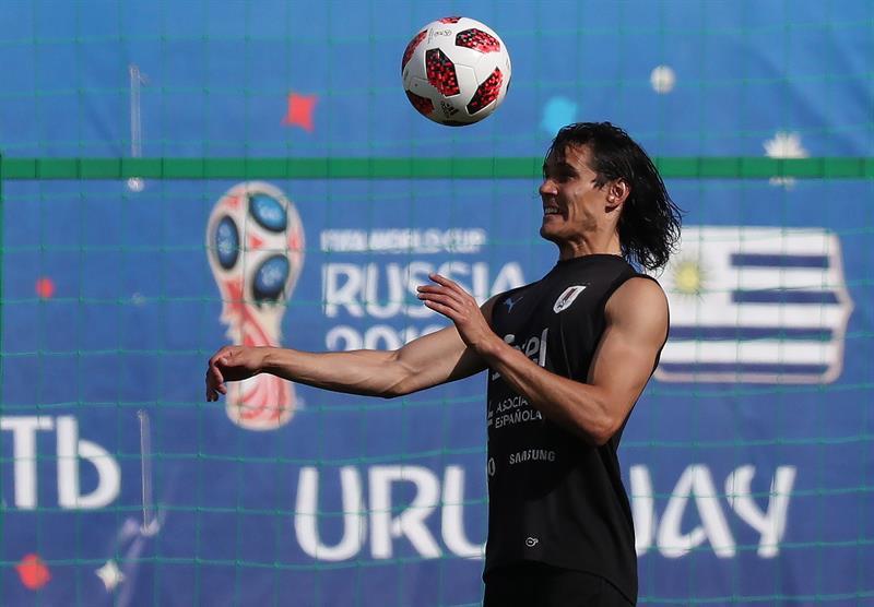 El delantero uruguayo Edinson Cavani cosecha tres goles en lo que va del Mundial