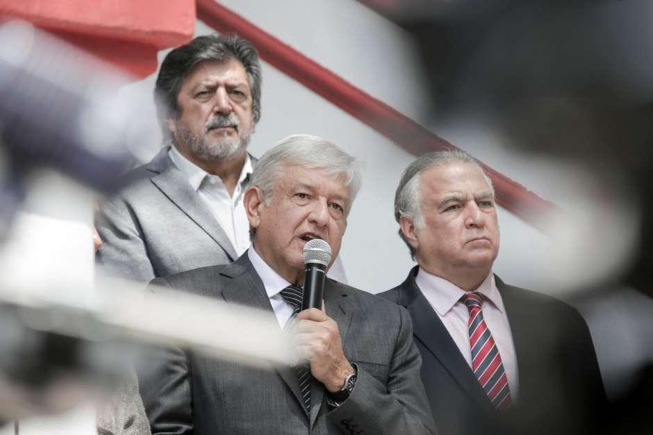 AMLO al anunciar la ampliación del Tren Maya.