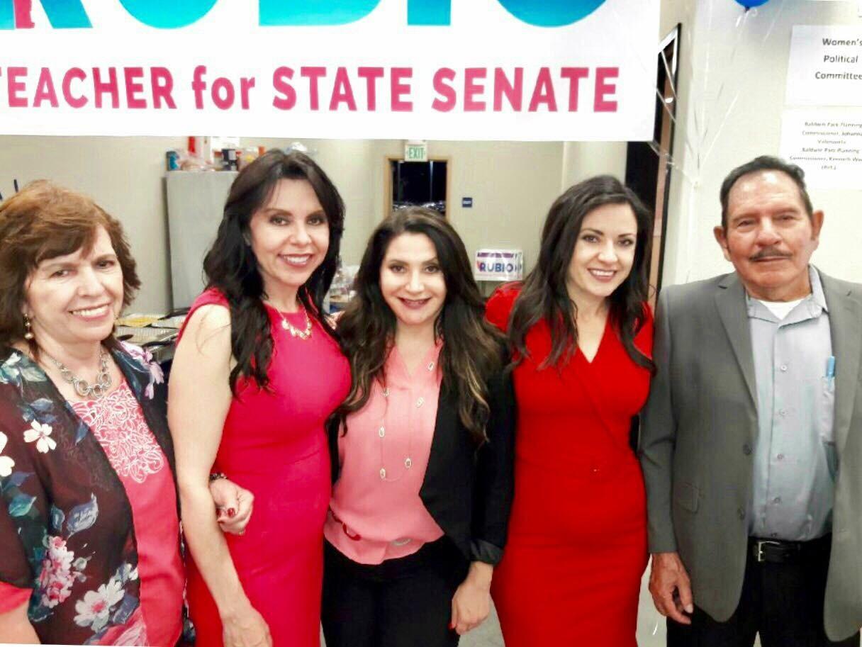Las hermanas Blanca y Susan Rubio al lado de sus padres Sabino y Estela Rubio, y su hermana menor Sylvia. (foto suministrada).