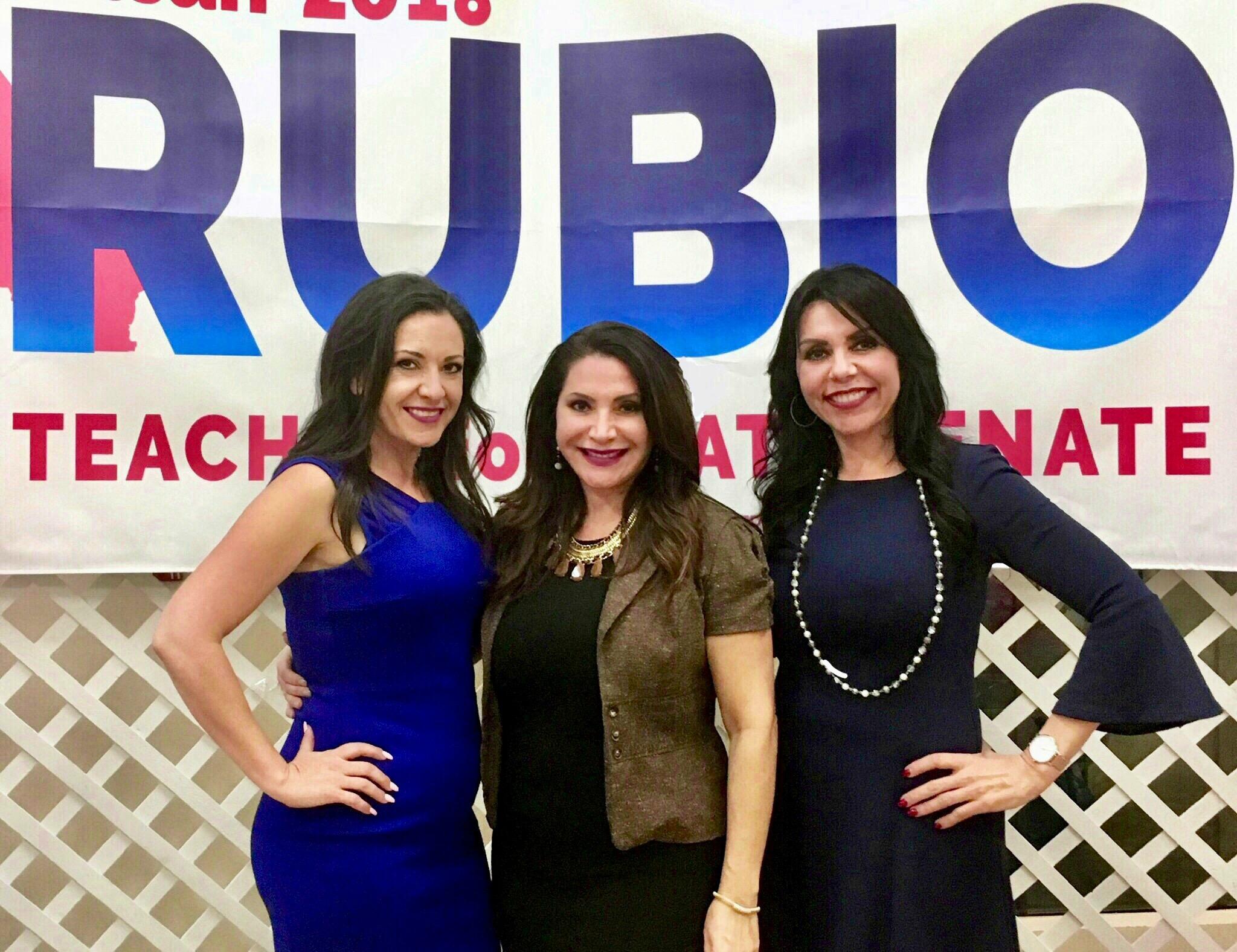 Sylvia Rubio posa con sus hermanas, la asambleísta Blanca Rubio y la senadora electa, Susan Rubio. (foto suministrada).