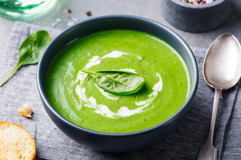 sopa verde de espinacas