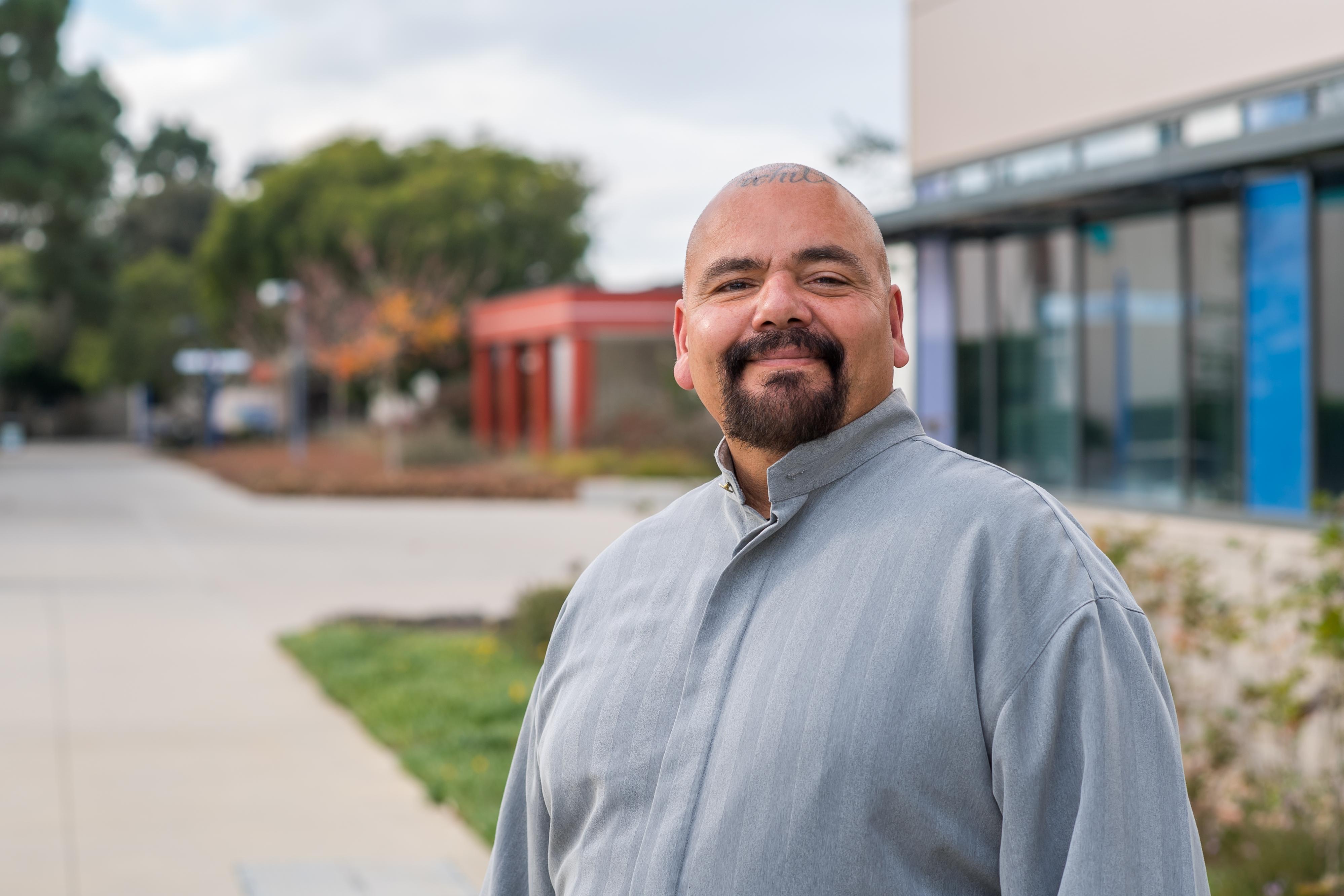 Arturo Raygoza se entrevistó con el rector de los Colegios Comunitarios de California, Eloy Ortiz Oakley quien mostró mucho interés en su historia de superación. ((Kevin Boland/Allan Hancock College).