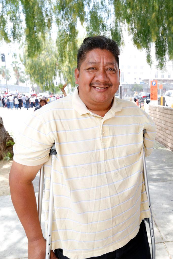 Benito Murillo, un inmigrante que quedó discapacitado, en el Viacrucis.
