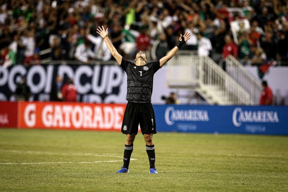Raúl Jiménez es un referente para los jóvenes de las selección.