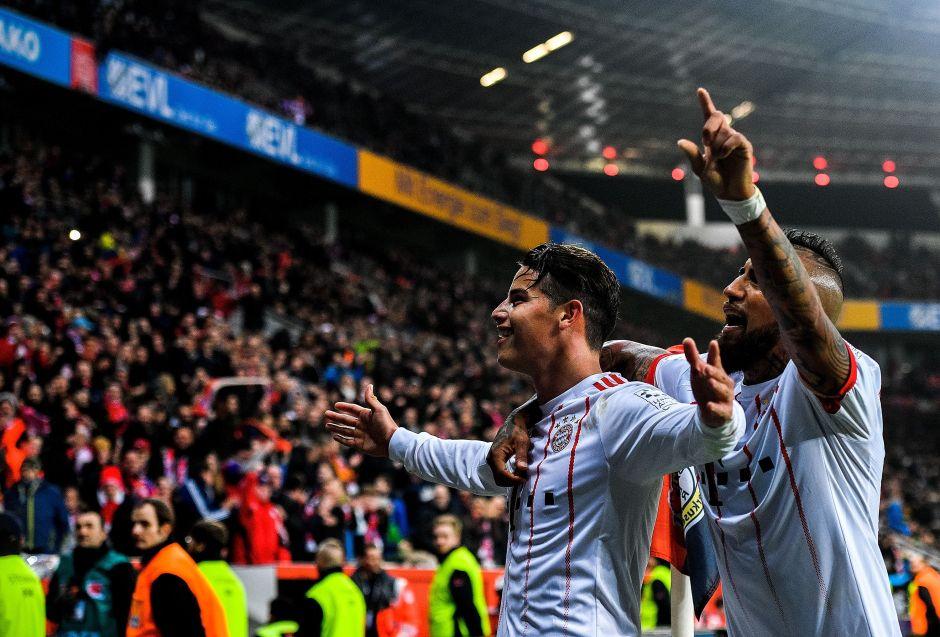 James y Vidal festejando un gol del Bayern Múnich