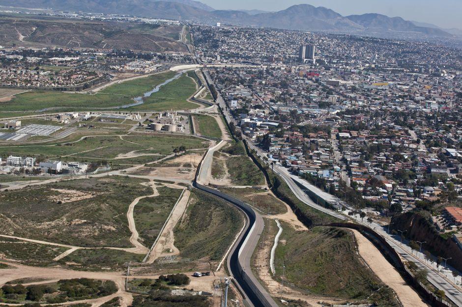 San Diego tiene la primera doble frontera instalada.