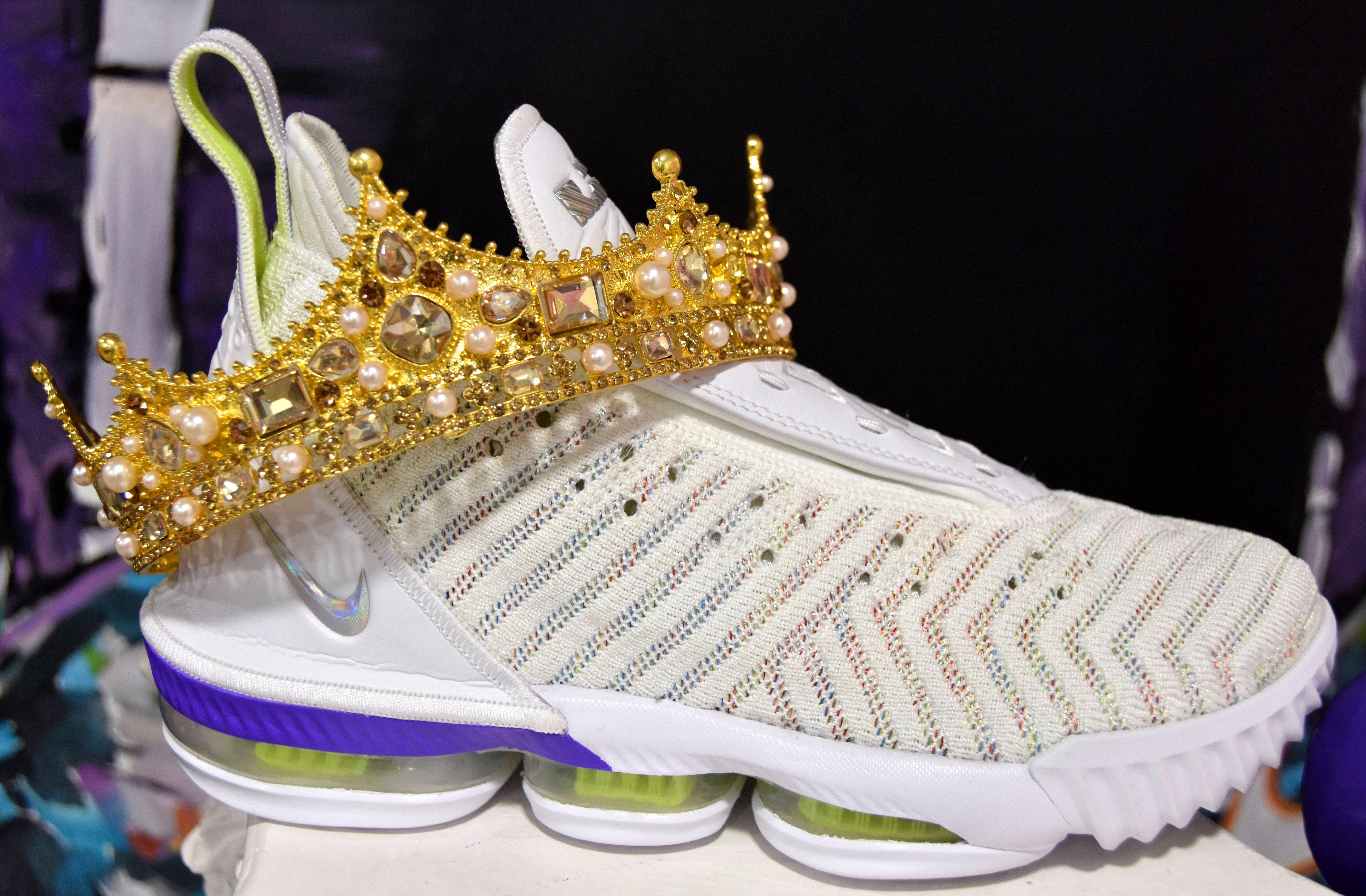 Una de las zapatillas de deporte procedentes de colecciones privadas exhibidas en Sneakertopia.