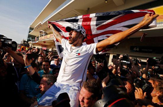 El piloto de Mercedes ganó su sexto título en el 'Gran Circo'.