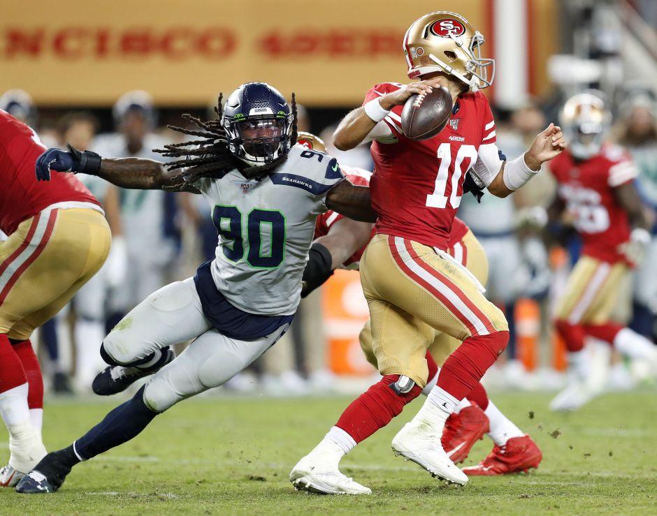 El quarterback Jimmy Garoppolo y los 49ers vienen de perder lo invicto ante Seattle.