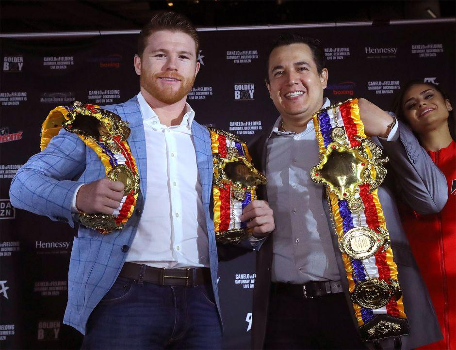 'Canelo' Álvarez y su entrenador Eddy Reynoso.