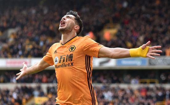 Raúl Jiménez anotó el gol que le dio el empate a su equipo contra el Arsenal.