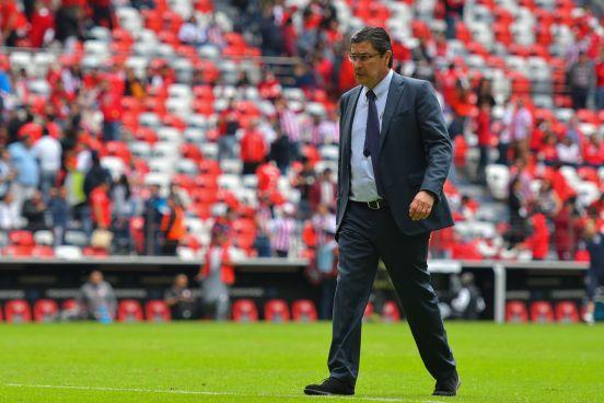 Luis Fernando Tena buscará vencer a Veracruz para tener posibilidades de acceder a la Liguilla y quedarse como DT de Chivas.