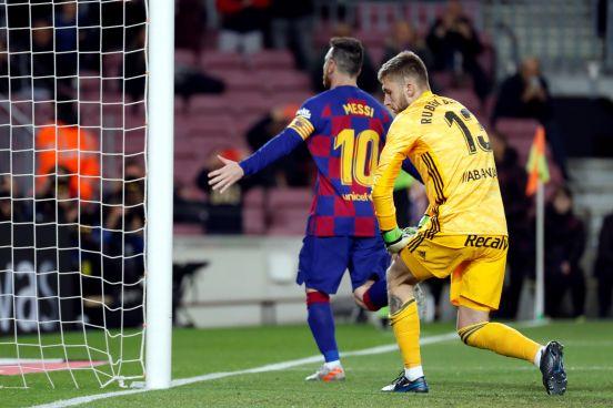 Lionel Messi anotó otro hat trick con el Barcelona en otra tarde fuera de serie.