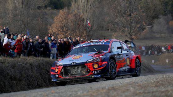 Ambos competidores del equipo Hyundai fueron trasladados inmediatamente a un hospital.