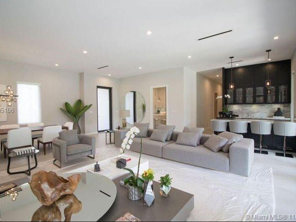 La sala de estar de la casa en Miami.