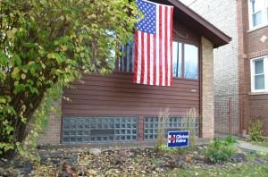 Carteles de apoyo a Clinton son comunes en los barrios latinos de Chicago.